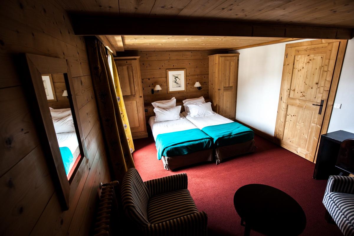family junior suite hotel la savoyarde val d 39 is re. Black Bedroom Furniture Sets. Home Design Ideas